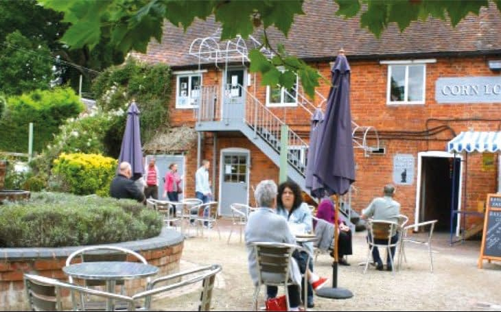 Plan your stay at Hill Farm Warwickshire